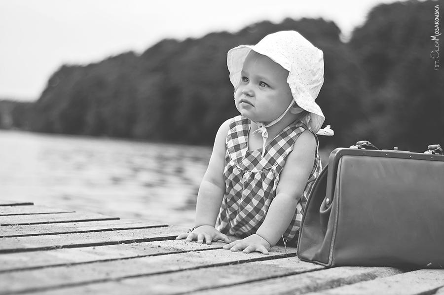 Zdjęcia dziecka na molo w Olsztynie.