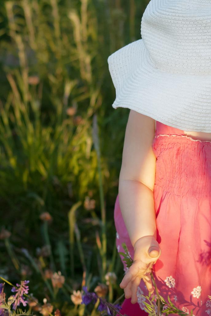 dziewczynka pod kapeluszem, fotografia dzieci, Olsztyn.