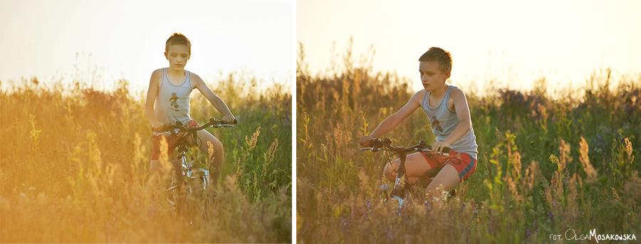 Fotografowanie pod słońce. Na zdjęciu chłopiec jadący na rowerze.