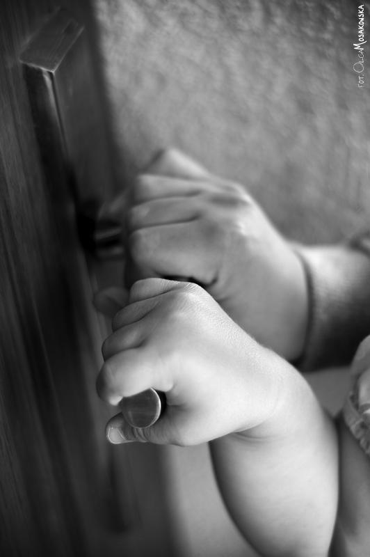 Zdjęcie dziecięcych dłoni. fotograf olsztyn