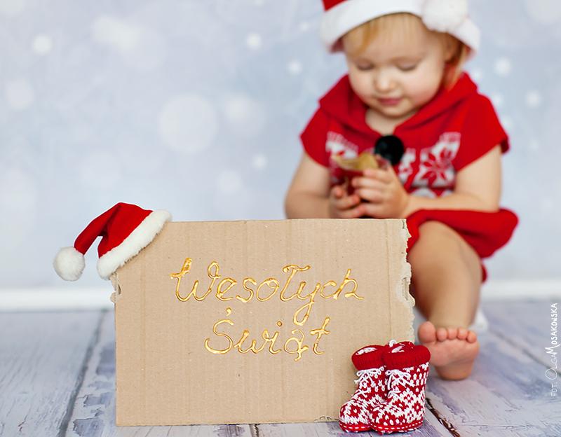 Projekt fotograficzny - buty. Zdjęcie świąteczne, z dzieckiem w tle.