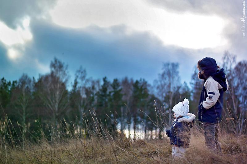 Projekt fotograficzny - słońce. Plenerowe zdjęcie dzieci, Olsztyn.