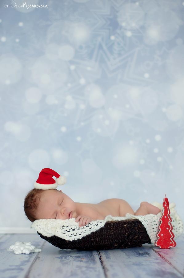 Świąteczna sesja zdjęciowa noworodka.